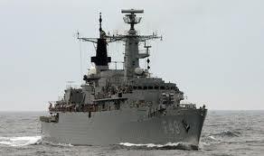 Navios de guerra indianos escalam Moçambique
