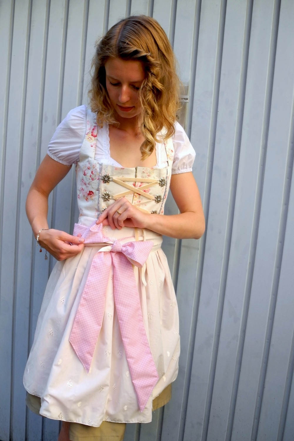 Dirndl nähen DIY Anleitung: Sew your own Dirndl! Oktoberfest here we come!