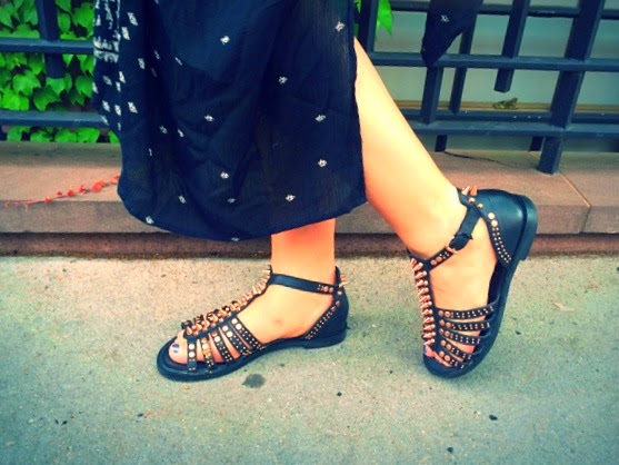 Topshop black sandals, black sandals with rose gold hardware, studded black flat sandals, sandals with studs and spikes, best black sandals for summer Topshop