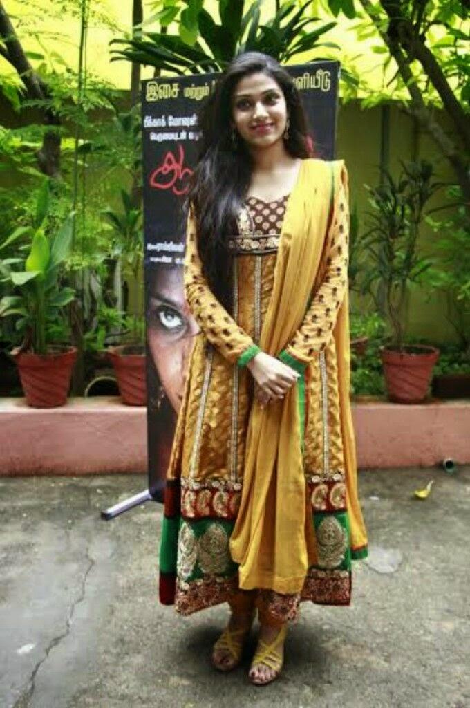 Avantika Mohan Latest Photos in Salwar Kameez at Aalamaram ...