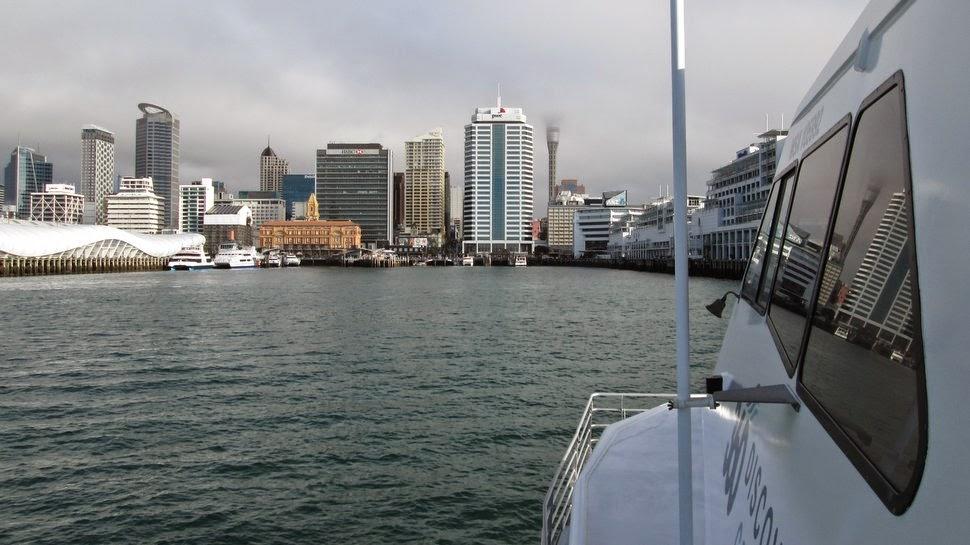 Le ferry arrive en gare maritime d'Auckland City