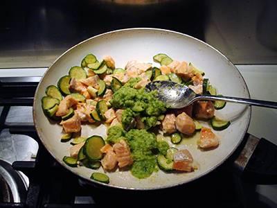 Procedimento Pasta con salmone e zucchine - Passaggio 5