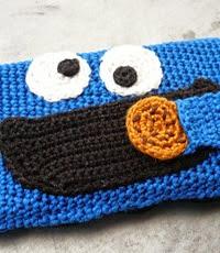 http://www.ravelry.com/patterns/library/krumelmonster-cookiemonster-handytasche---smartphonetasche---mobile-phone-bag
