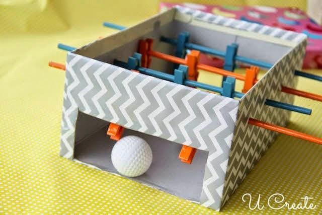 Ποδοσφαιράκι παιχνίδι φτιαγμένο από κουτί παπουτσιών