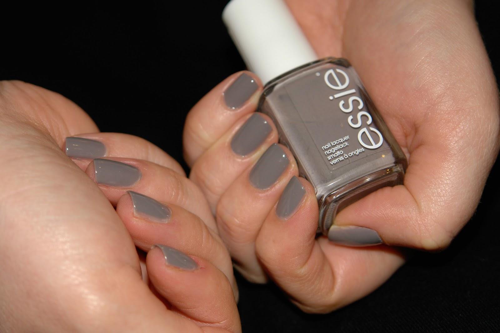 NAILS: Essie Chinchilly, Essie, grey, nail polish, nails, NOTD, swatches, beauty blog, UK blogger