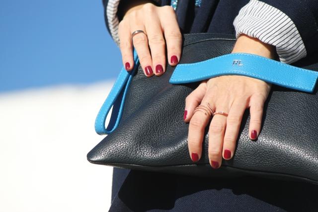 Bolso de mano en tonos azules