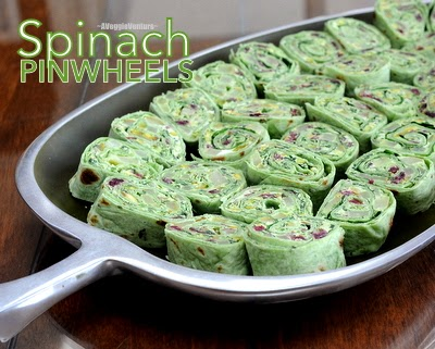 Spinach Pinwheels with Pears & Dried Cranberries, a festive holiday appetizer from #AVeggieVenture. For Weight Watchers, just #PP1.