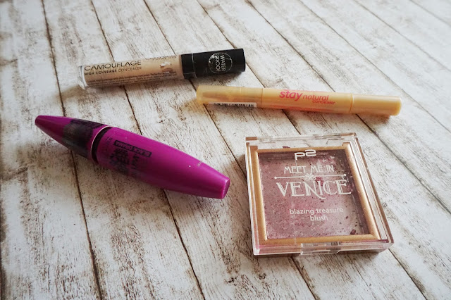 p2 - Meet me in Venice blazing treasure blush in 020 fortune, Maybelline - Falsche Wimpern Volum' Express Black Drama Mascara, essence - stay natural concealer, Catrice - Liquid Camouflage High Coverage Concealer in 010