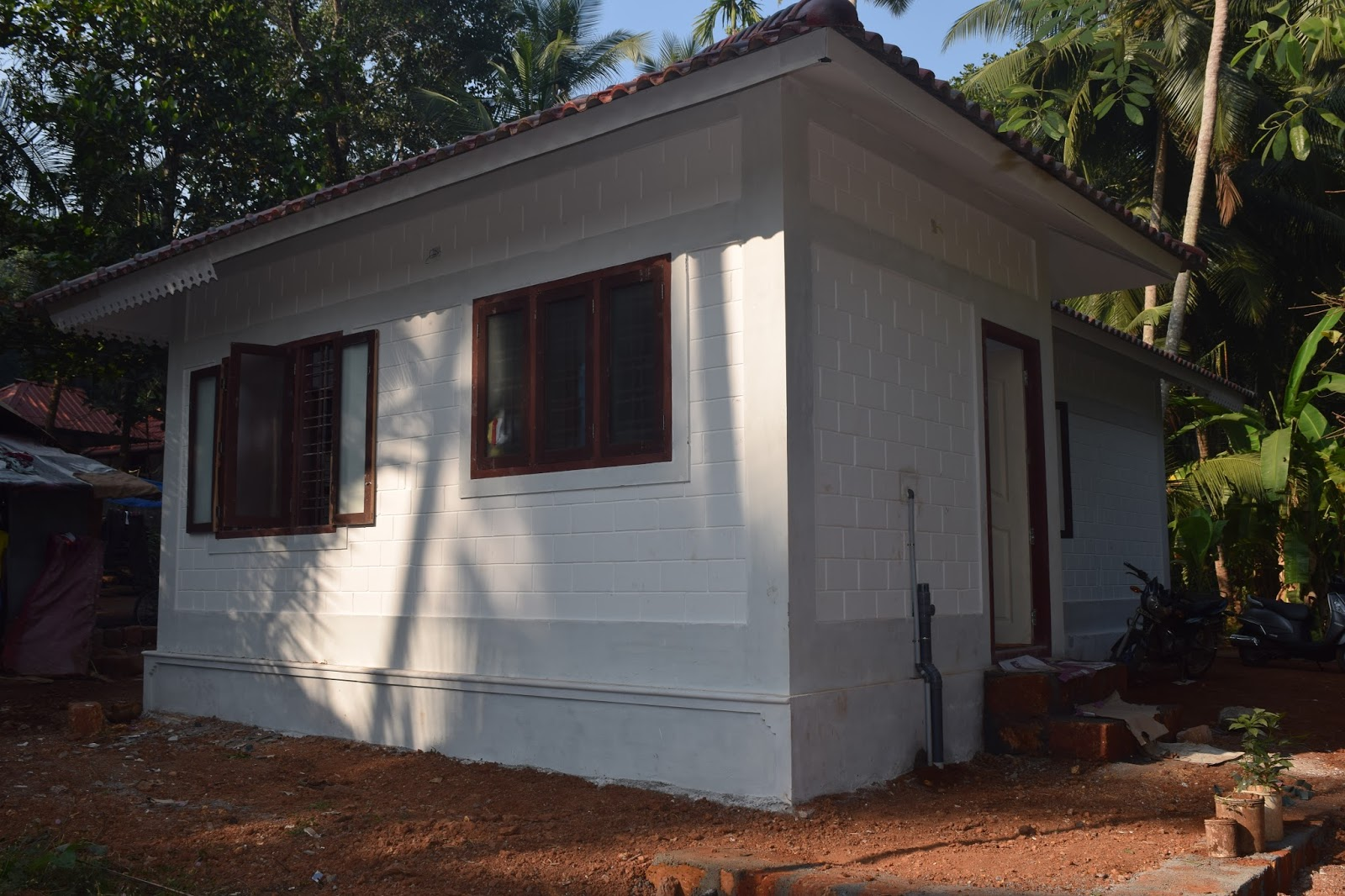 8 lakh 2bhk 600 sq ft low cost house design at thenhipalam