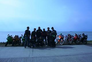 Tim berfoto di Tanjung Lesung