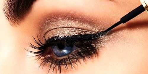 Delinear los ojos con eyeliner liquido
