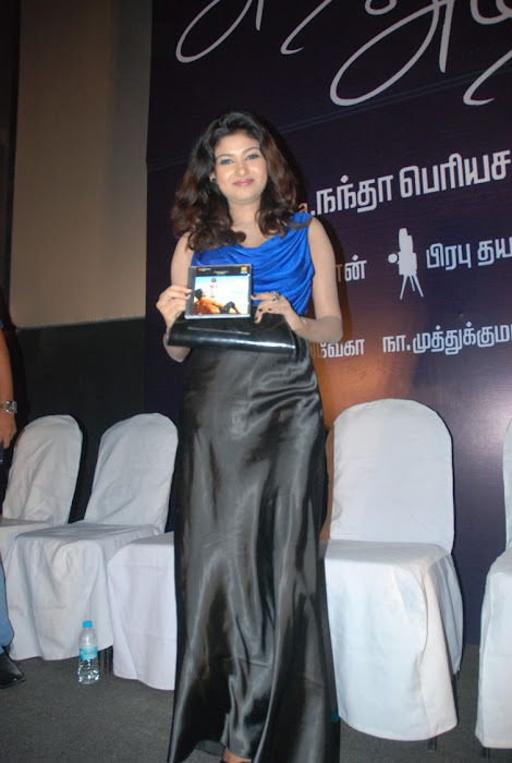 oviya spicy in blue dress for azhagan azhagi audio launch unseen pics