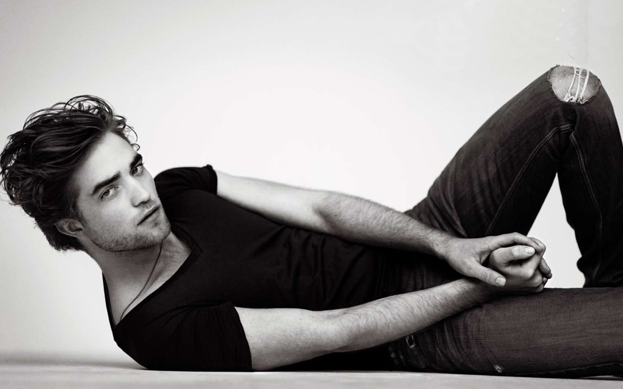 Robert Pattinson Hot HD Wallpapers DESI RULEZ