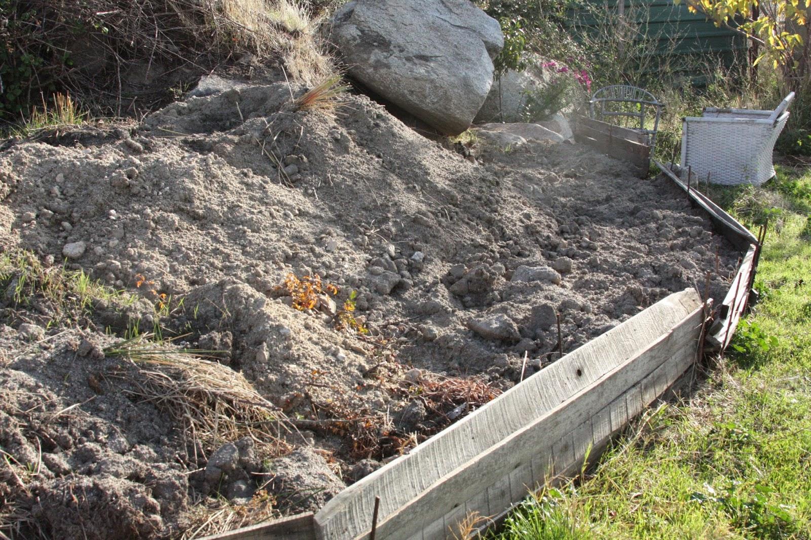 Una suerte de tierra muro de piedra para la terraza del for Muro de separacion terraza