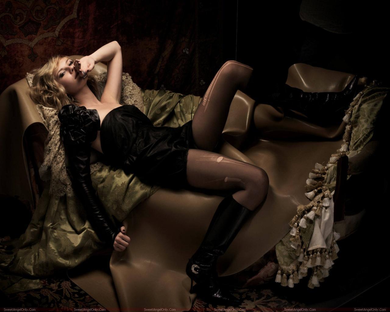 http://1.bp.blogspot.com/-Hq4U2VAiaoY/TX38Y5XGhAI/AAAAAAAAFgc/eF6eEXY26co/s1600/actress_kirsten_dunst_hot_wallpaper_sweetangelonly_15.jpg