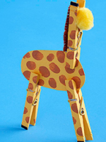 http://manualidadesparaninos.biz/jirafa-con-pinzas/