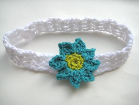 Crochet Headband Pattern Newborn : Crochet Dreamz: Baby Headband with Flowers (Free Crochet ...