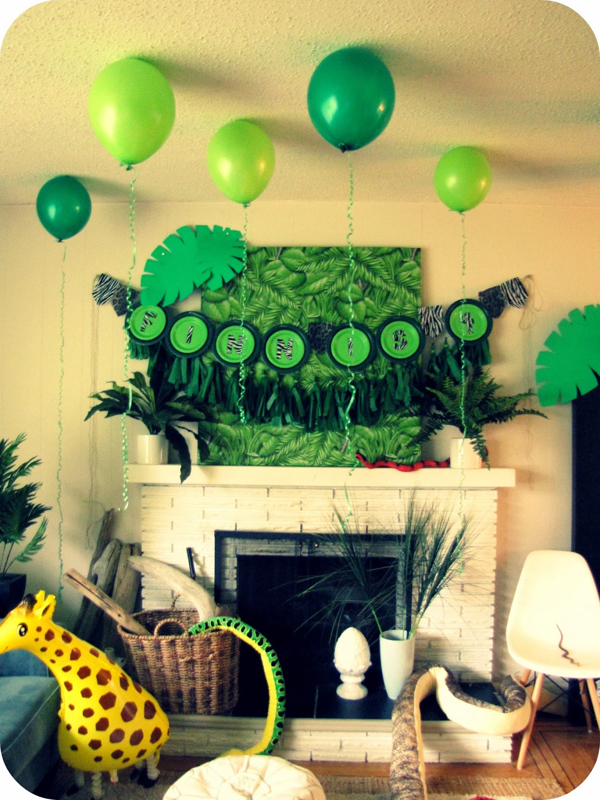 My house of giggles a party in the jungle for Safari decorations for the home