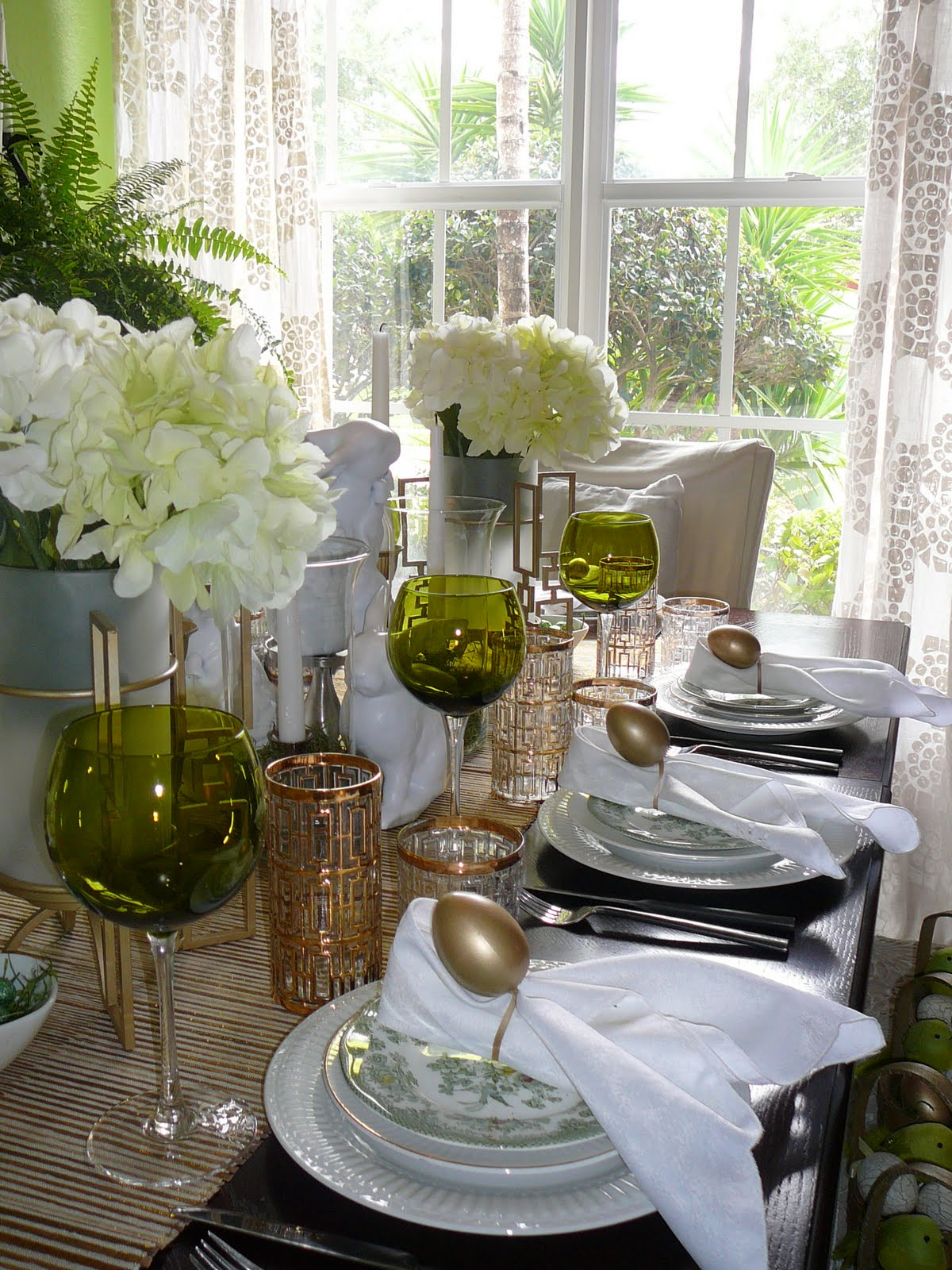 TABLESTYLING EASTER ELEGANCE TOUCHED WITH GOLD