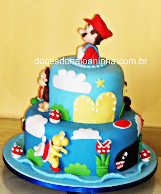 Bolo decorado com o herói do videogame Super Mario e Donkey Kong