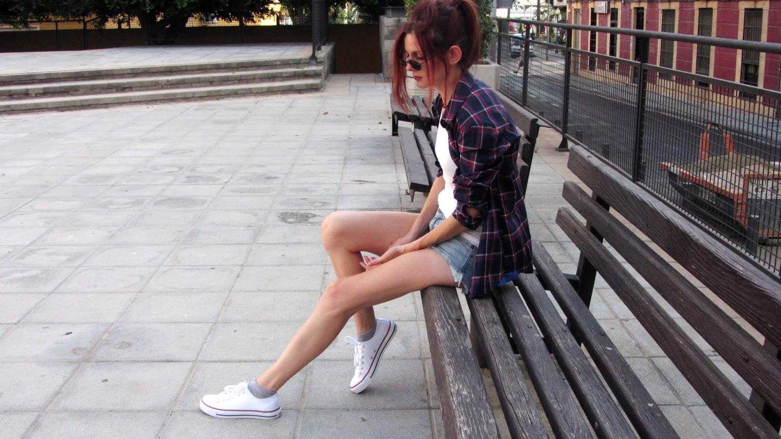 outfit-moda-verano-converse-blancas-retro-levis-vintage