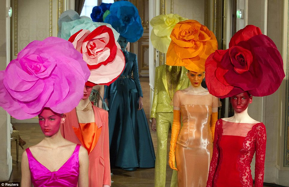 Love hats flower headpieces couture fashion week for Couture a fronce