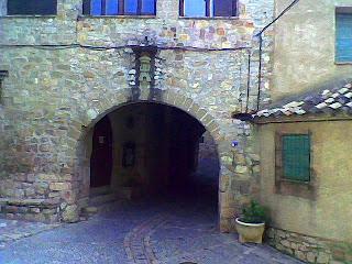 Portada Gótica en Alquézar (Somontano, Huesca, Aragón, España)