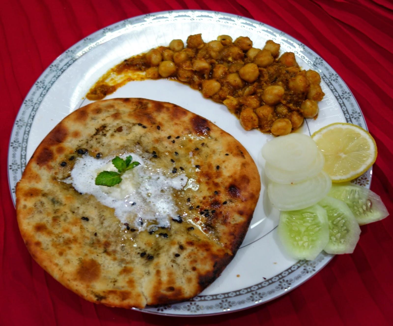Arpis kitchen amritsari aaloo pudhina kulcha and chole amritsari aaloo pudhina kulcha and chole forumfinder Choice Image