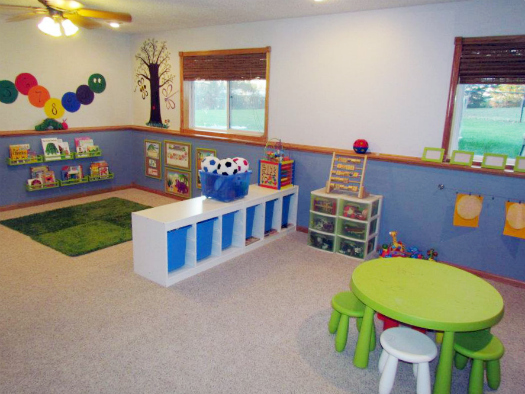 Iheart organizing a perfectly fantastic playroom before for Playroom floor ideas
