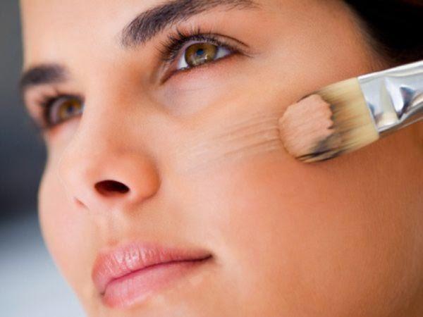 6 Trik Makeup Agar Wajah Terlihat Tirus, cara membuat wajah ramping, cara mengubah wajah bulat menjadi tirus, cara mengubah wajah lonjong menjadi tirus, cara mengubah wajah persegi menjadi tirus, tips merampingkan wajah, agar wajah terlihat tirus, eye makeup untuk wajah tampak tirus, bronzer untuk meniruskan wajah