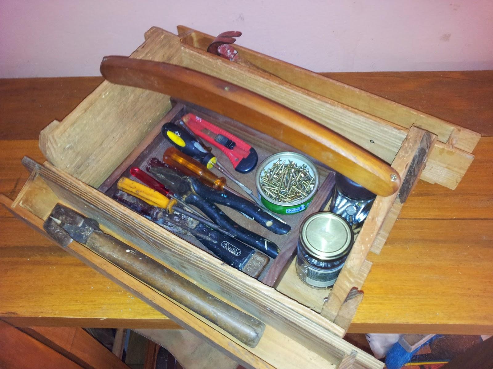 Oficina do Quintal: Idéias para reaproveitar caixas de madeira #9D6F2E 1600x1200
