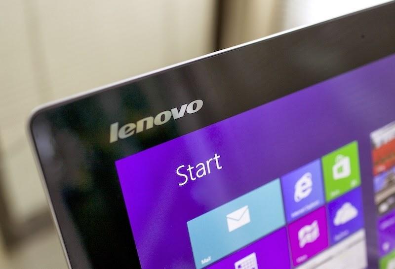 логотип Lenovo на диселее моноблока