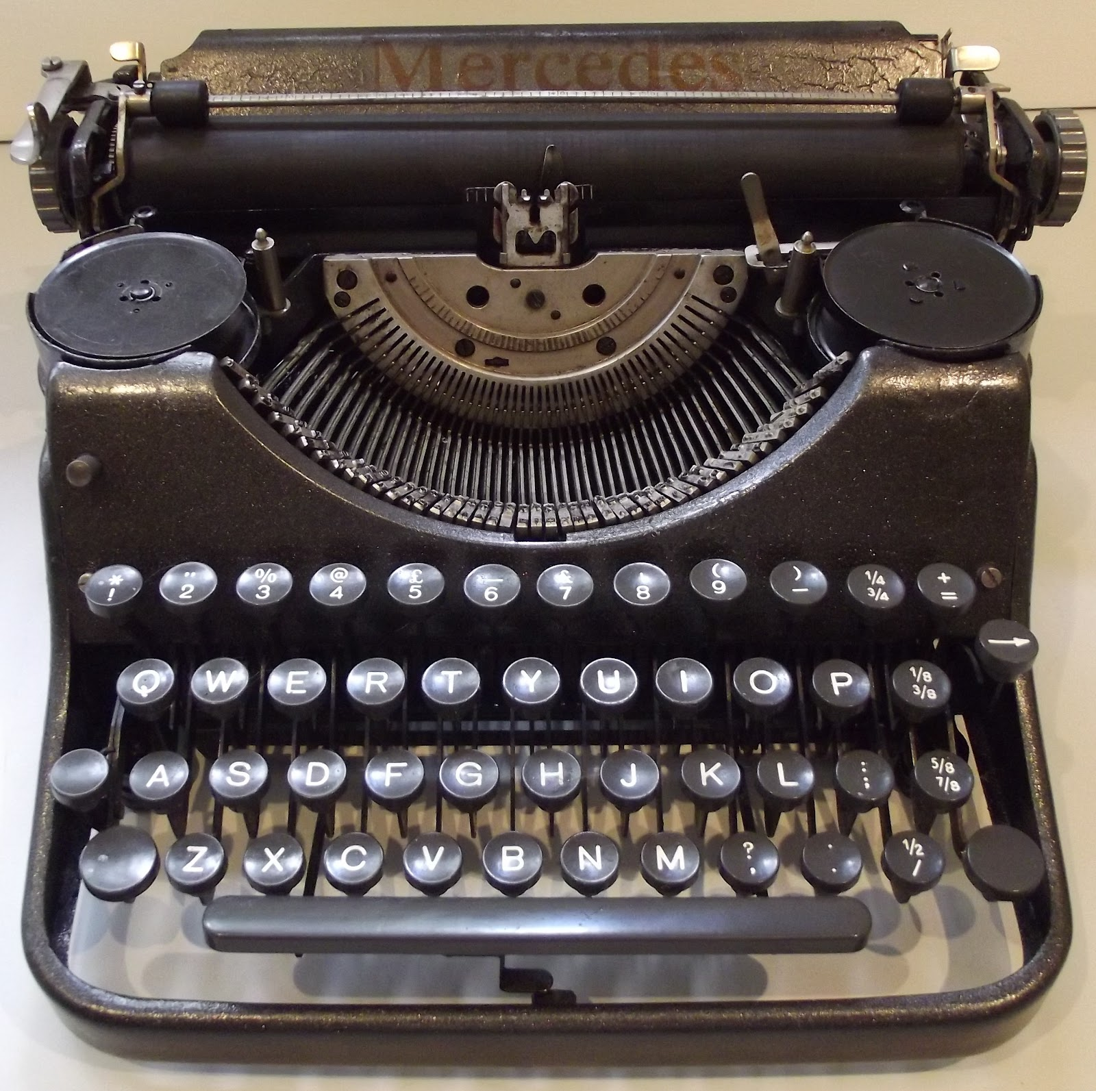 oz typewriter mercedes typewriters. Black Bedroom Furniture Sets. Home Design Ideas