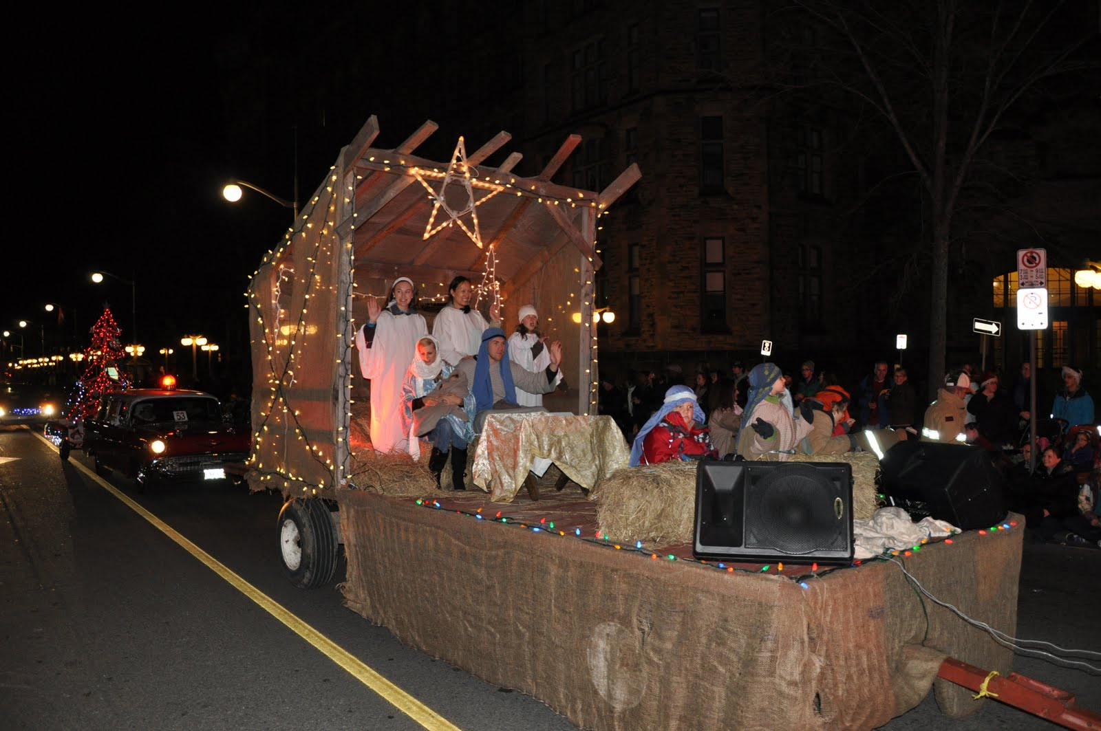 Church Parade Float Ideas http://orbiscatholicussecundus.blogspot.com/2011/12/catholic-culture-christmas-parade.html
