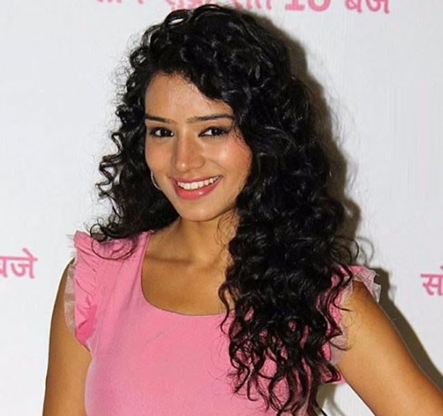Beautiful Sukirti Kandpal HD Wallpaper