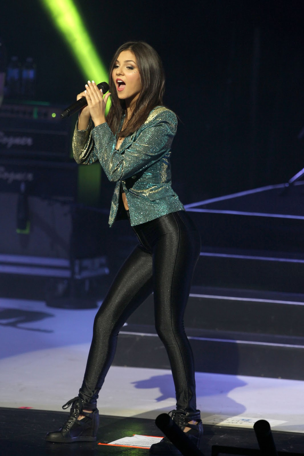 Victoria Justice Concert In Universal City Just Fab Celebs