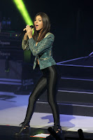 Victoria Justice hot in tight pants