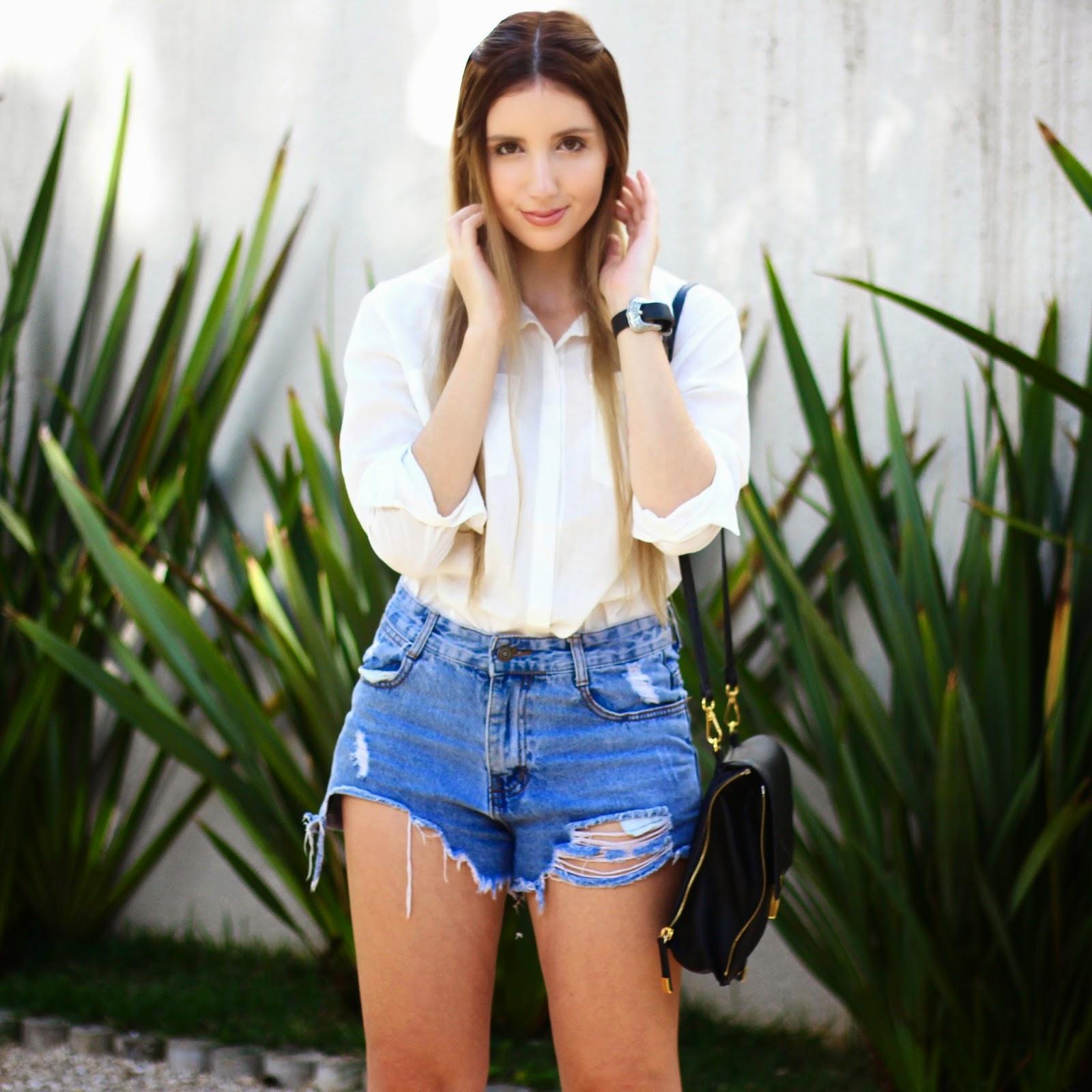 camisa social e shorts jeans
