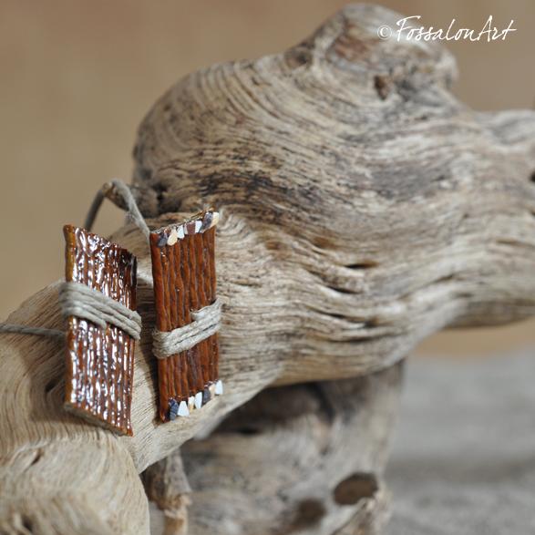Segnalibro in corda, decorato con frammenti di conchiglie