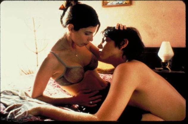 Мать учит сыны сексу