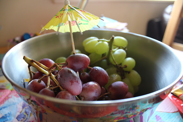 party-food-six-birthday-grapes-todaymyway