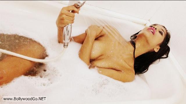 Poonam+Pandey+Twitter+bath+-+BollywoodGo+(9)