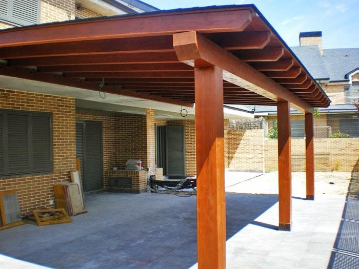 Un porche de madera a medida aplicaciones celeste - Como construir un porche de madera ...