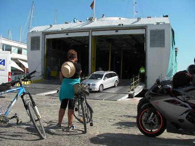 http://bicicletasypiruletas.com/formentera-en-bicicleta-viaje-low-cost/
