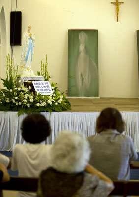 ... dipindahkan ke Gereja Maria Our Lady of Lourdes di Klang, Malaysia