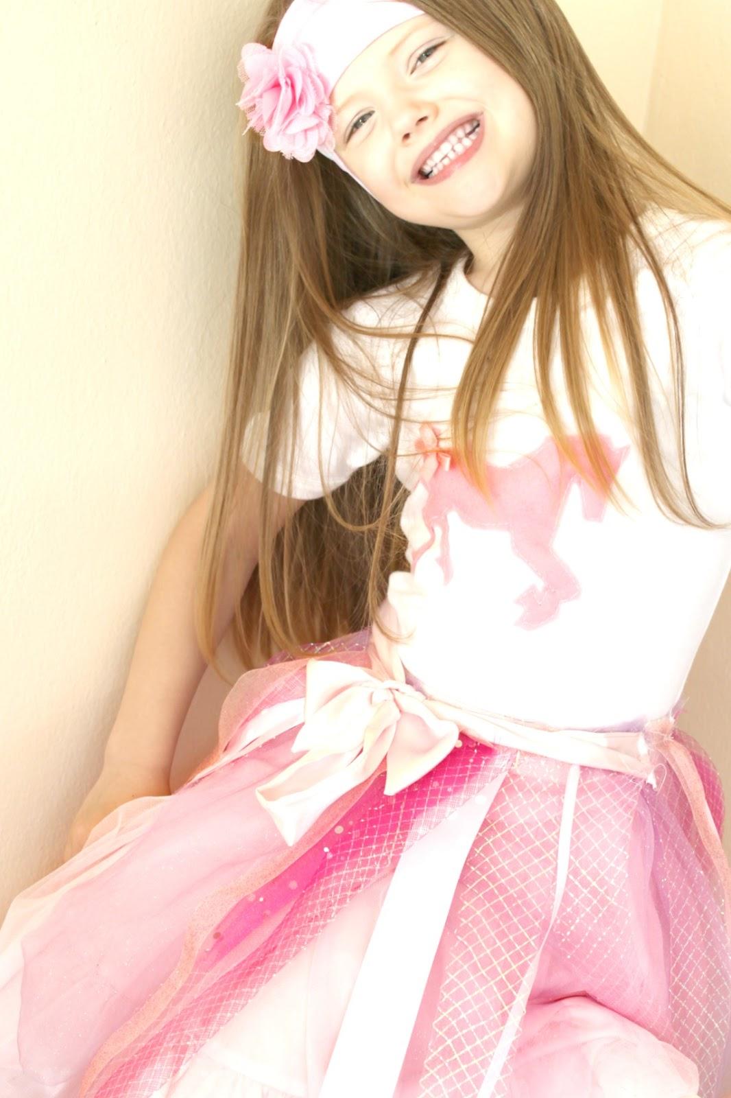 http://1.bp.blogspot.com/-HuXiIZ_p6Qo/UKjUkZlyRRI/AAAAAAAAD58/lBTb3lid9J0/s1600/pony_tshirt.jpg
