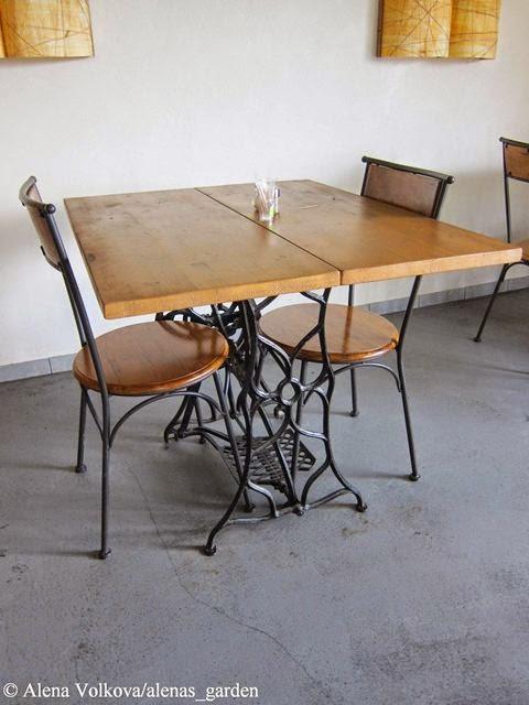 кафе, кафейница, кафе в Латвии, smaardes krogs, деревенский стиль, рустикальный, столик, стулья, из машинки зингер