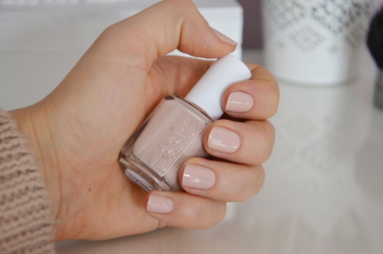 Essie, Topless and barefoot