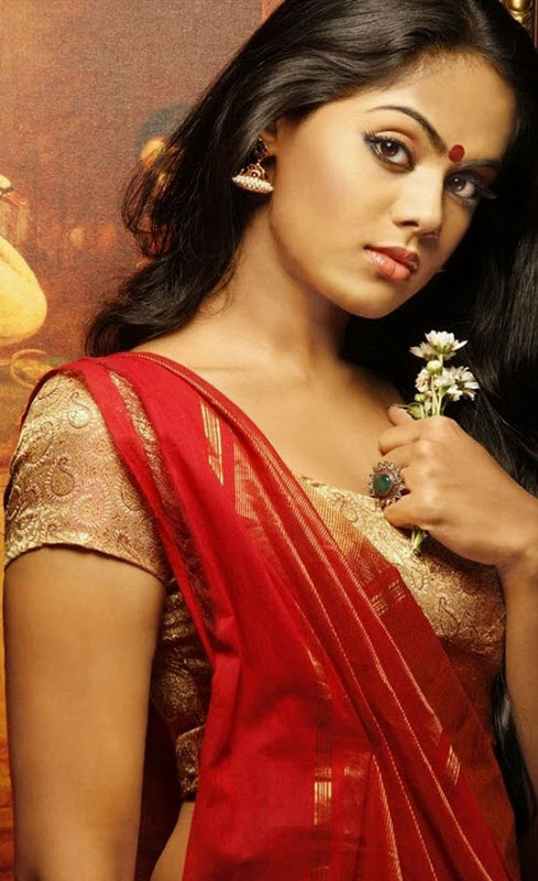 Karthika Nair in Short Blouse and Saree below Naval showing her Figure
