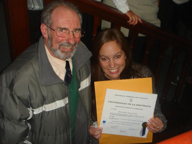 María Jimena Álvarez Sclavi recibe su Título de Licenciada en Ciencias de la Comunicación